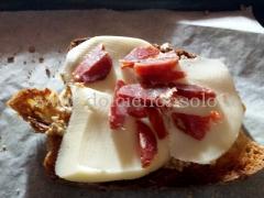 bruschette con salsa di noci, salsiccia e funghi06.jpg