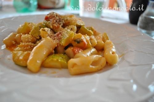 Gnocchi con zucchine e pomodorini.JPG