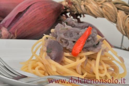 pasta e cipolla con peperoncino