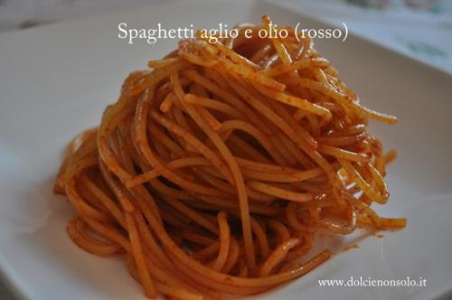 spaghetti aglio e olio,spaghetti e olio rosso,pasta con paprica. primi da preparare velocemente,cena con amici,paprica dolce piccante,cosa preparare con la paprica,peperoncino secco e macinato